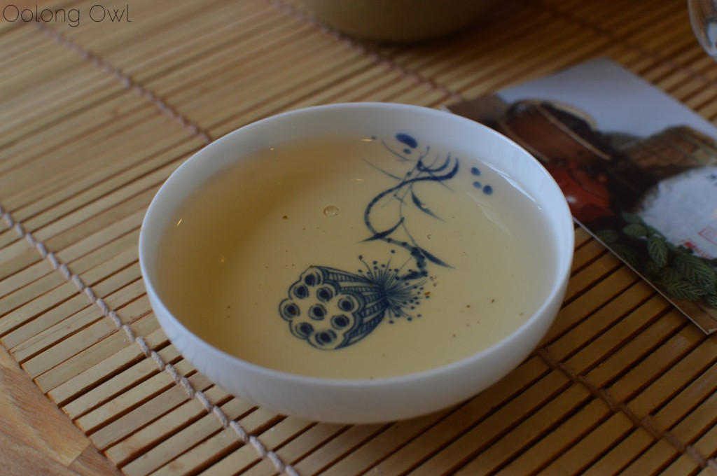autumn 2014 sheng yiwu mountain puer from Misty peak teas - oolong owl tea review (5)