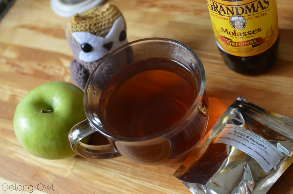 apples and molasses black tea from della terra teas - oolong owl tea review (3)