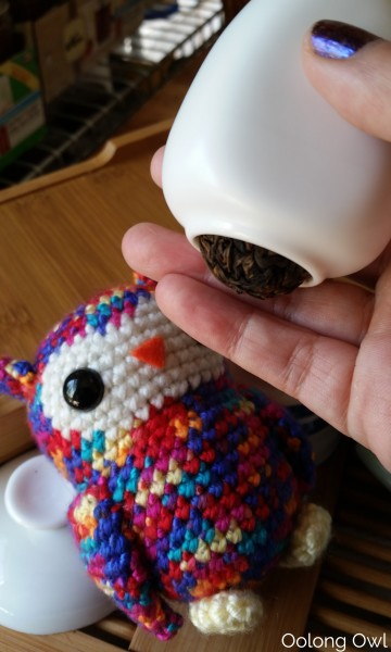 Fresh Shou puer balls tasting experiment - oolong owl (1)