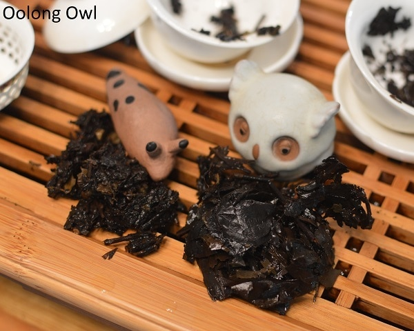 march 2017 white2tea club heicha qingbing oolong owl (11)
